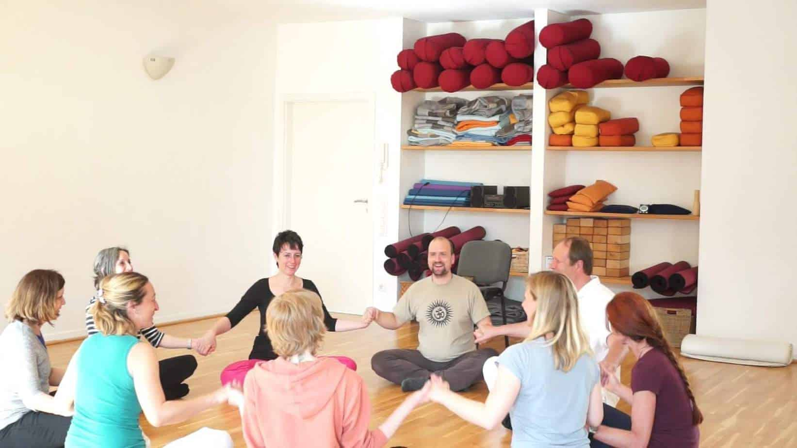 impressionen yoga pilates autogenes training. Black Bedroom Furniture Sets. Home Design Ideas